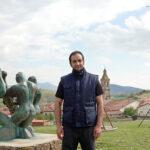 San Vicente prescinde de la parte popular pero cumple con el ritual del Levantamiento del Mayo