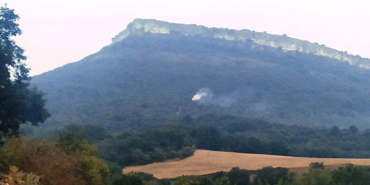 Controlado el fuego originado esta mañana por un rayo en la ladera este del monte La Muela